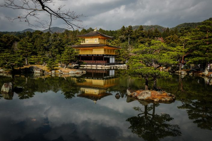 Kinkaku-ji The golden pavillon. Le pavillon d'or