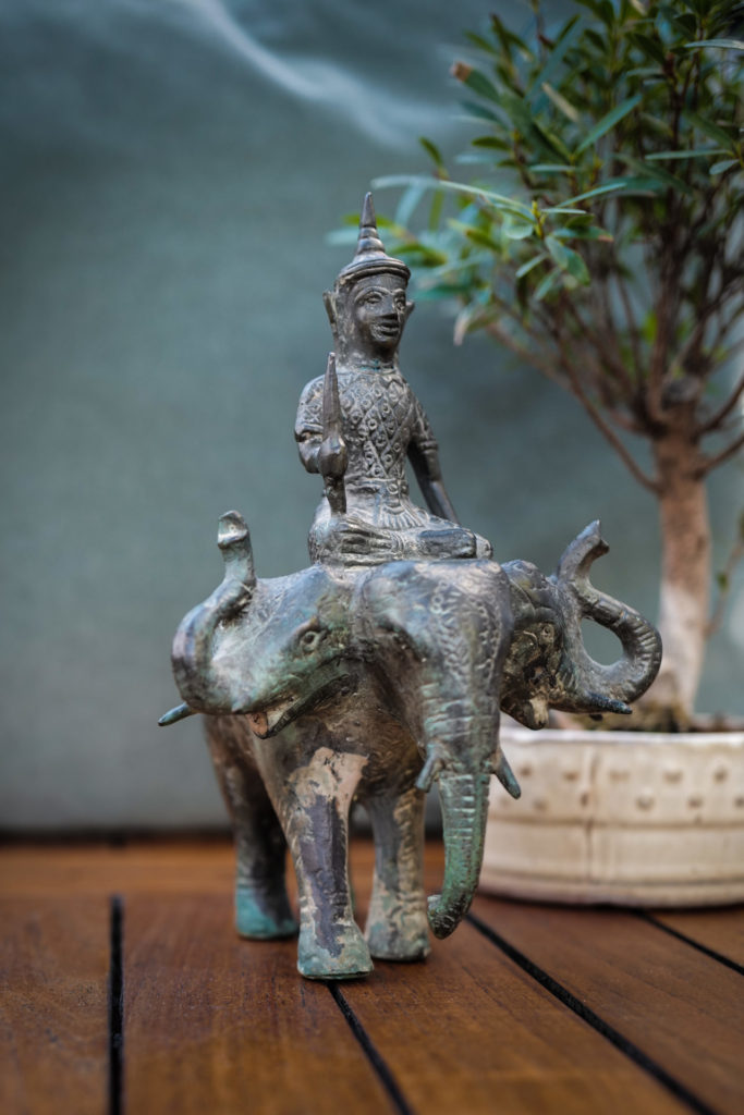 Elephant-a-trois-tetes-du-laos-en-bronze